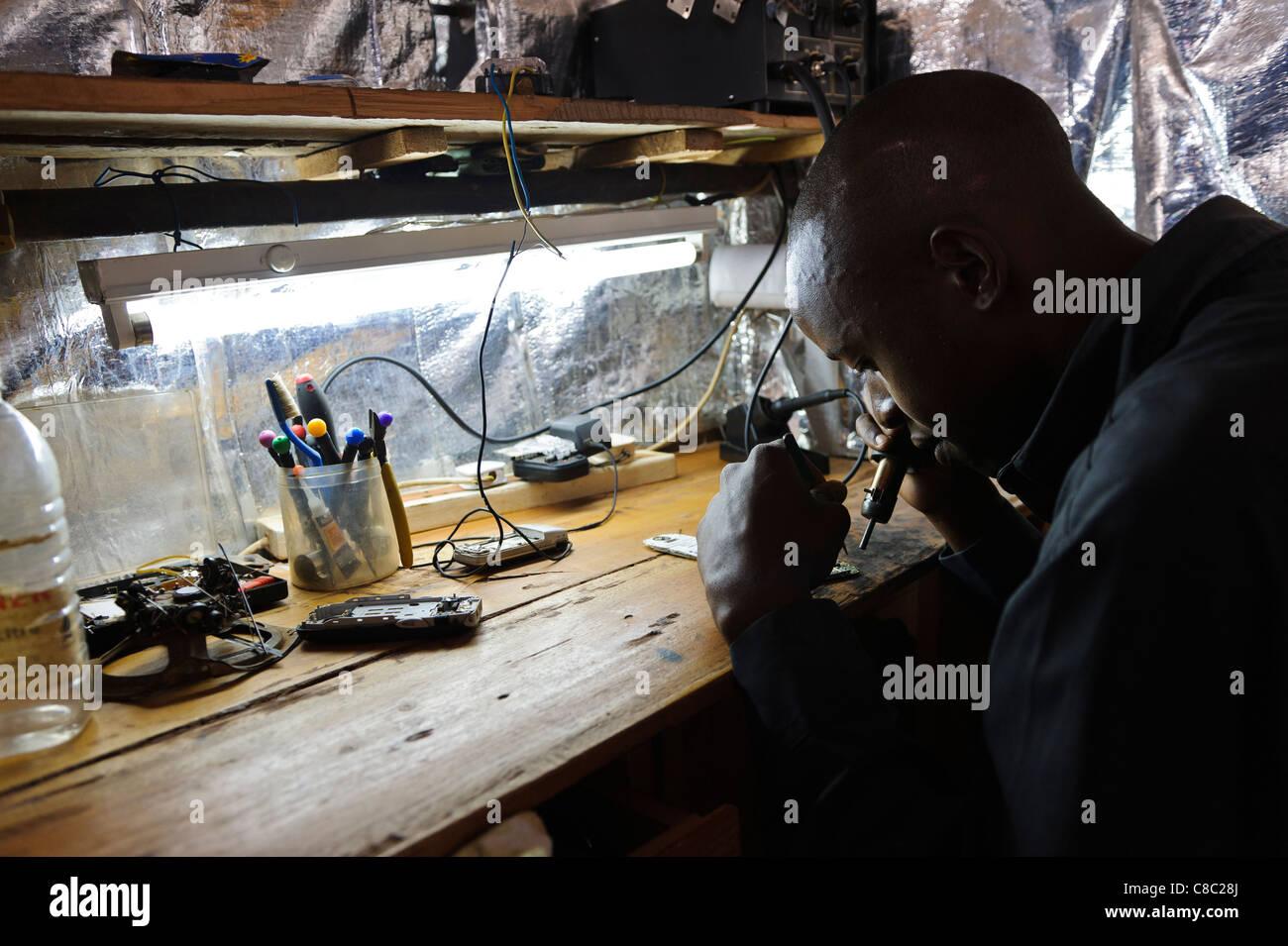 Kenyan repair mobile phone