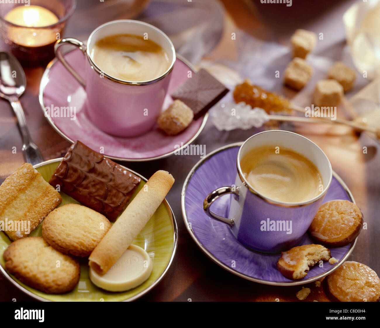 caf-atmosphere-with-cups-of-coffee-and-petit-four-biscuits-c8d0h4.jpg