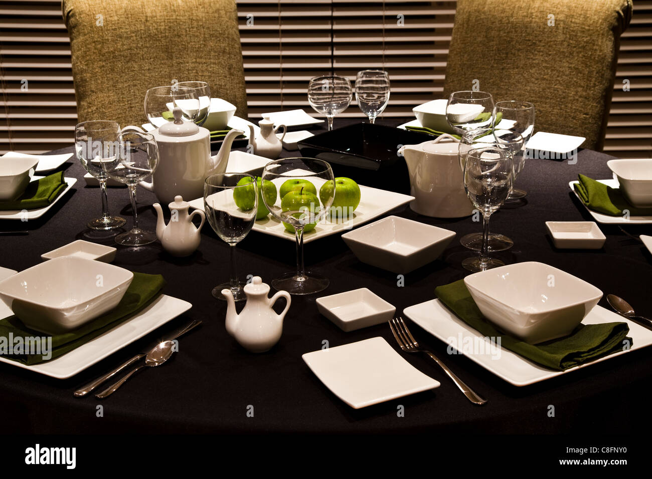 Casual lunch table setting Simple table setting for lunch