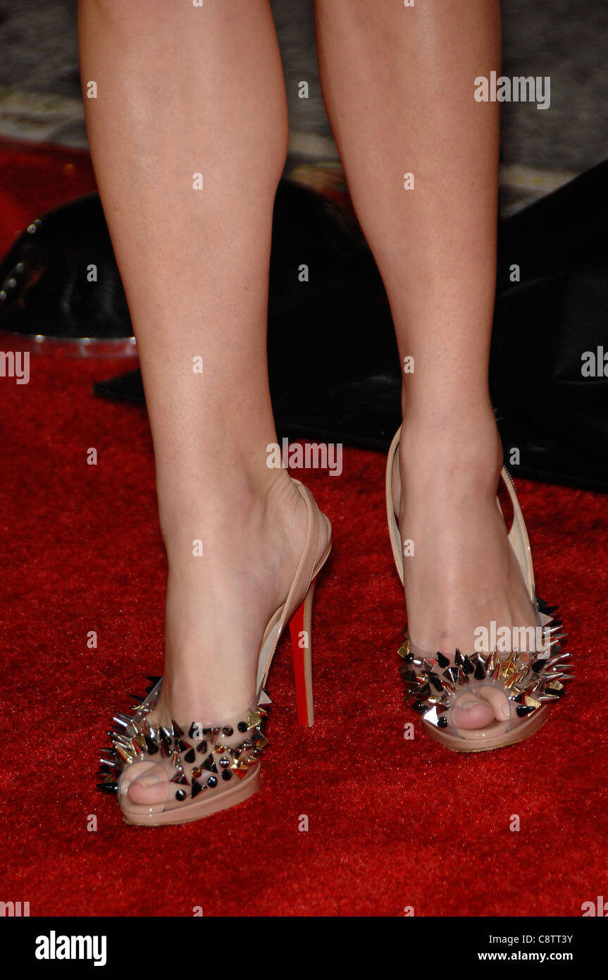 Anna faris wearing christian louboutin shoes at arrivals for anna faris wearing christian louboutin shoes at arrivals for whats your number premiere regency village theater in voltagebd Choice Image