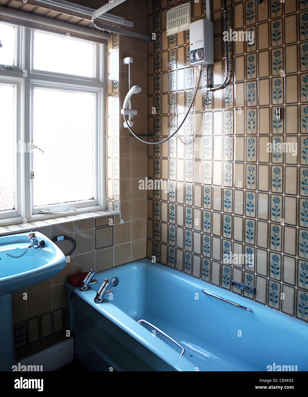 Coloured bathroom suites - 1970 S Coloured Bathroom Suite Uk
