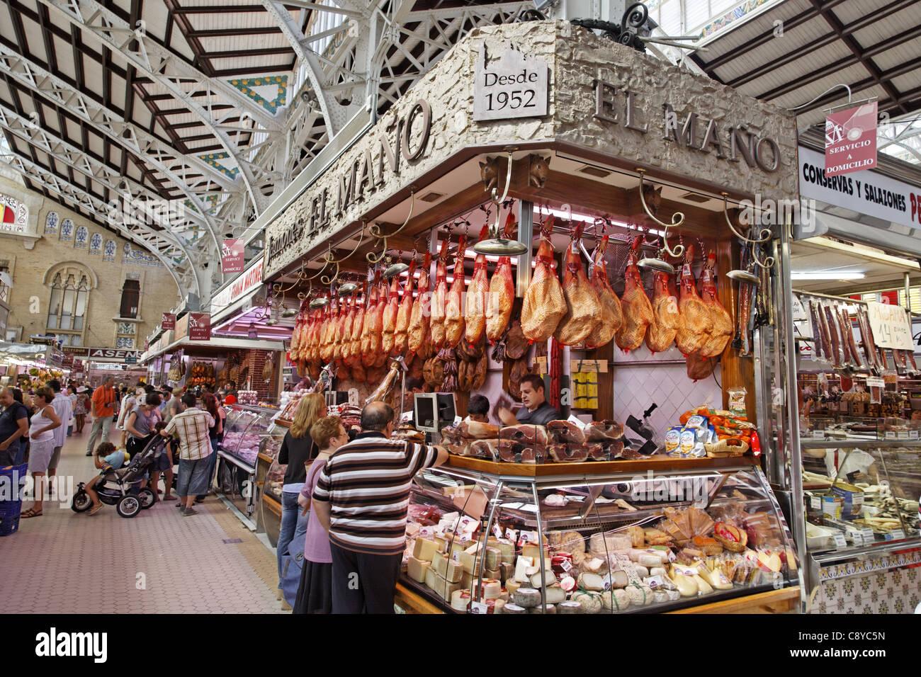 Central market hall , Delicatessen, Jamon, Mercado Central, Valencia Stock Ph...
