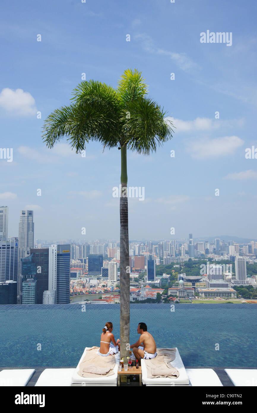 infinity pool mbs. Couple, Sands SkyPark And Infinity Pool, Marina Bay Sands, Hotel, Singapore, Asia Pool Mbs U