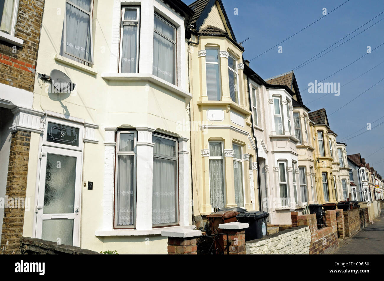 Row of two story victorian terraced houses leytonstone for Double storey victorian homes