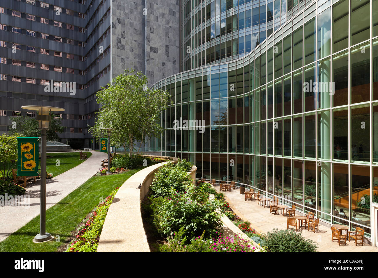 Mayo clinic nurse line rochester mn - Exterior View Of Gonda Building At Mayo Clinic In Rochester Mn Stock Image