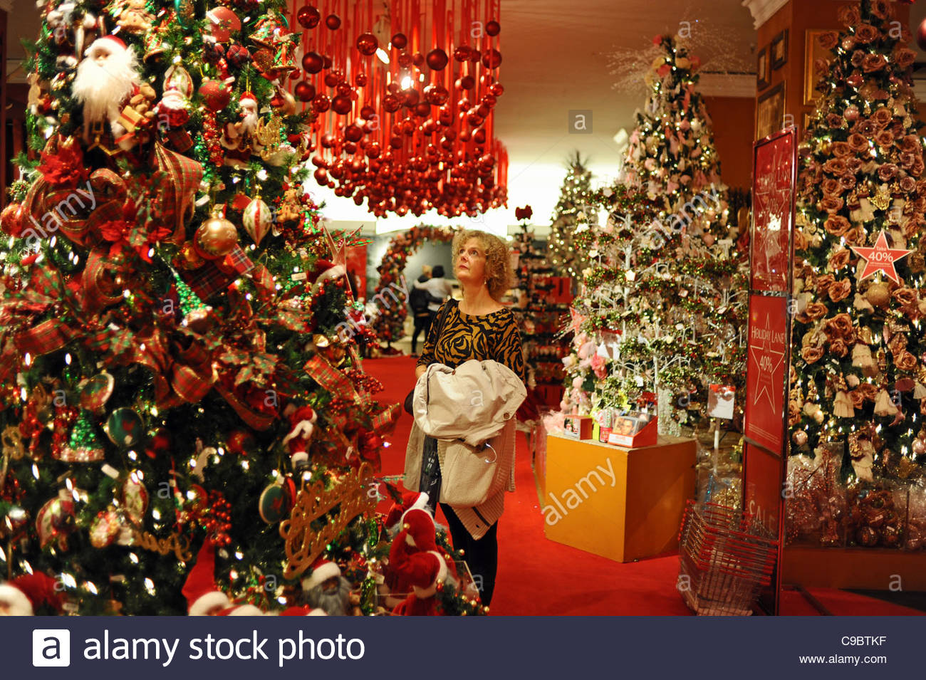 Christmas shopping at Macy's department store in Midtown Manhattan ...
