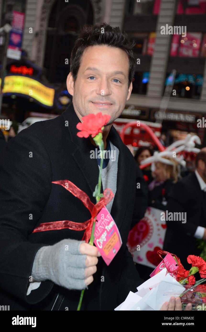 Josh Hopkins In Attendance For Cast Of COUGAR TOWN On GOOD MORNING AMERICA  For Valentineu0027s Day