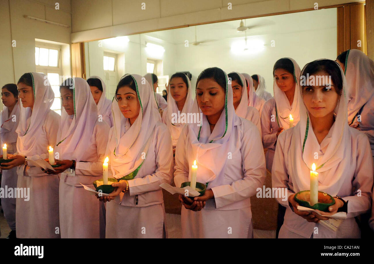 Nurses hold lightened candles on the occasion of seventh lamp ... for Lamp Lighting Ceremony  67qdu