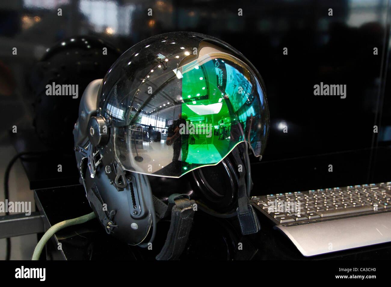high-tech-helmet-used-by-the-eurofighter-typhoon-pilots-the-helmet-CA3CH0.jpg