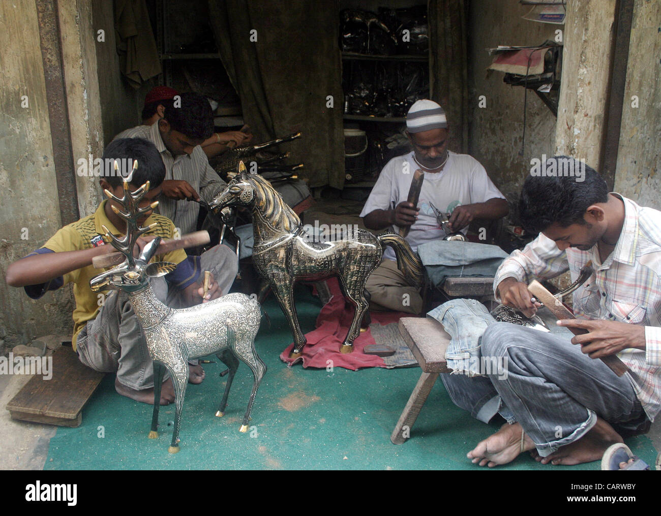 Artisans give final touch to brass made home decoration for Decoration items made at home