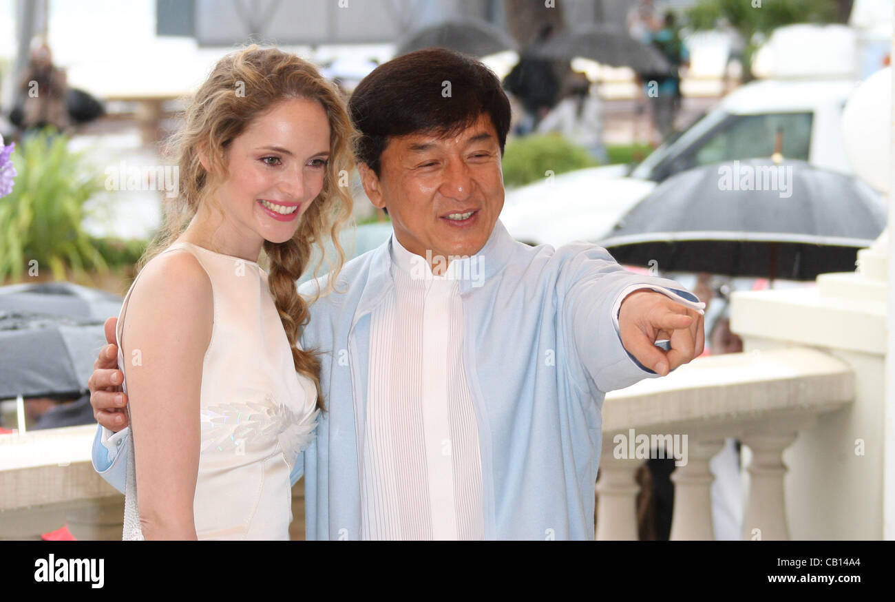 Gut bekannt LAURA WEISSBECKER & JACKIE CHAN CHINESE ZODIAC PHOTOCALL CANNES  GY01