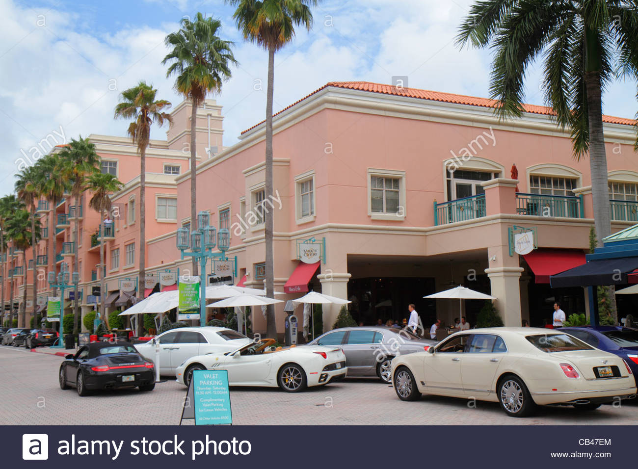 The City of Boca Raton is known for its dining and shopping. The City has restaurants of all types and sizes - from upscale dining experiences to casual eateries. Boca has a variety of shops from national department stores to trendy boutiques and specialty shops.