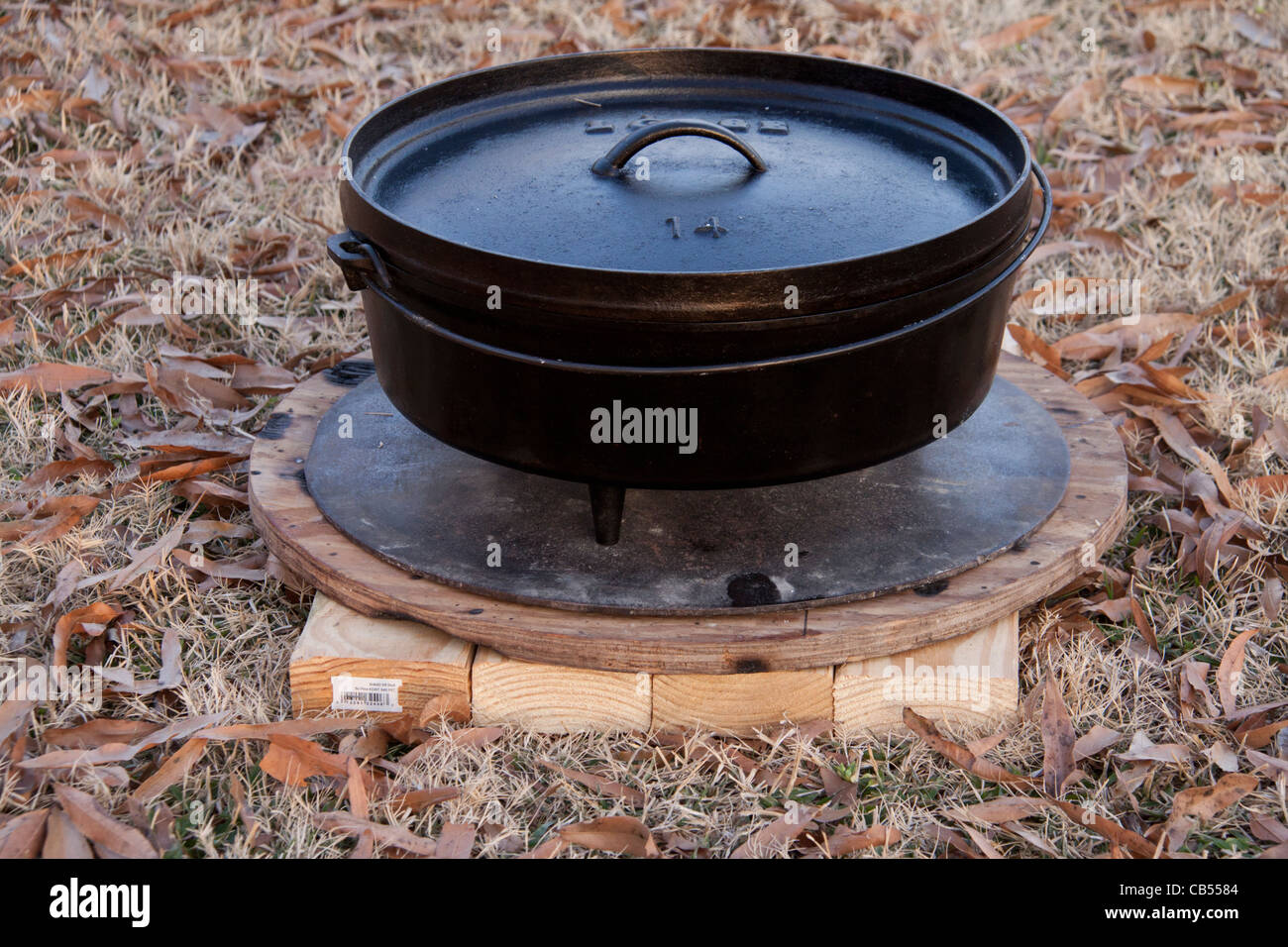 dutch oven outdoor cooking cast iron or black iron pot