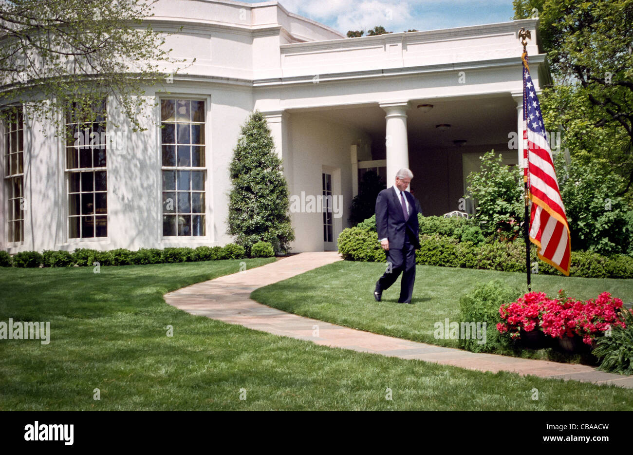 where is the oval office. president bill clinton walks out from the oval office to address reporters behind where is