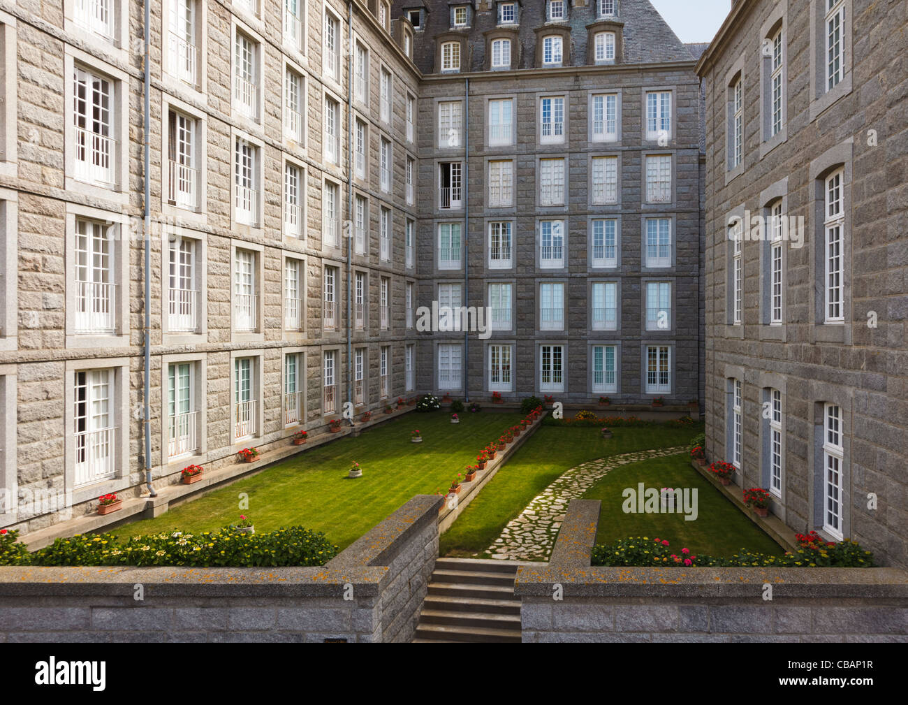 apartment houses with courtyard garden in the city centre at st