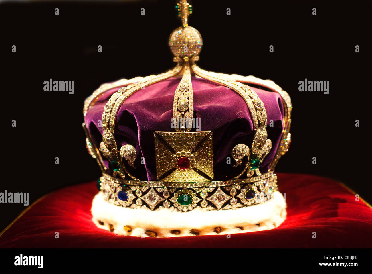 Tower Of London Crown Jewels Stock Photos & Tower Of London Crown ...