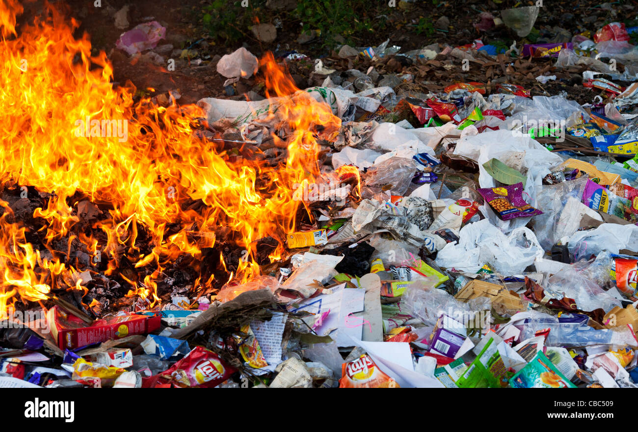 Burning household waste in the indian countryside Stock ...