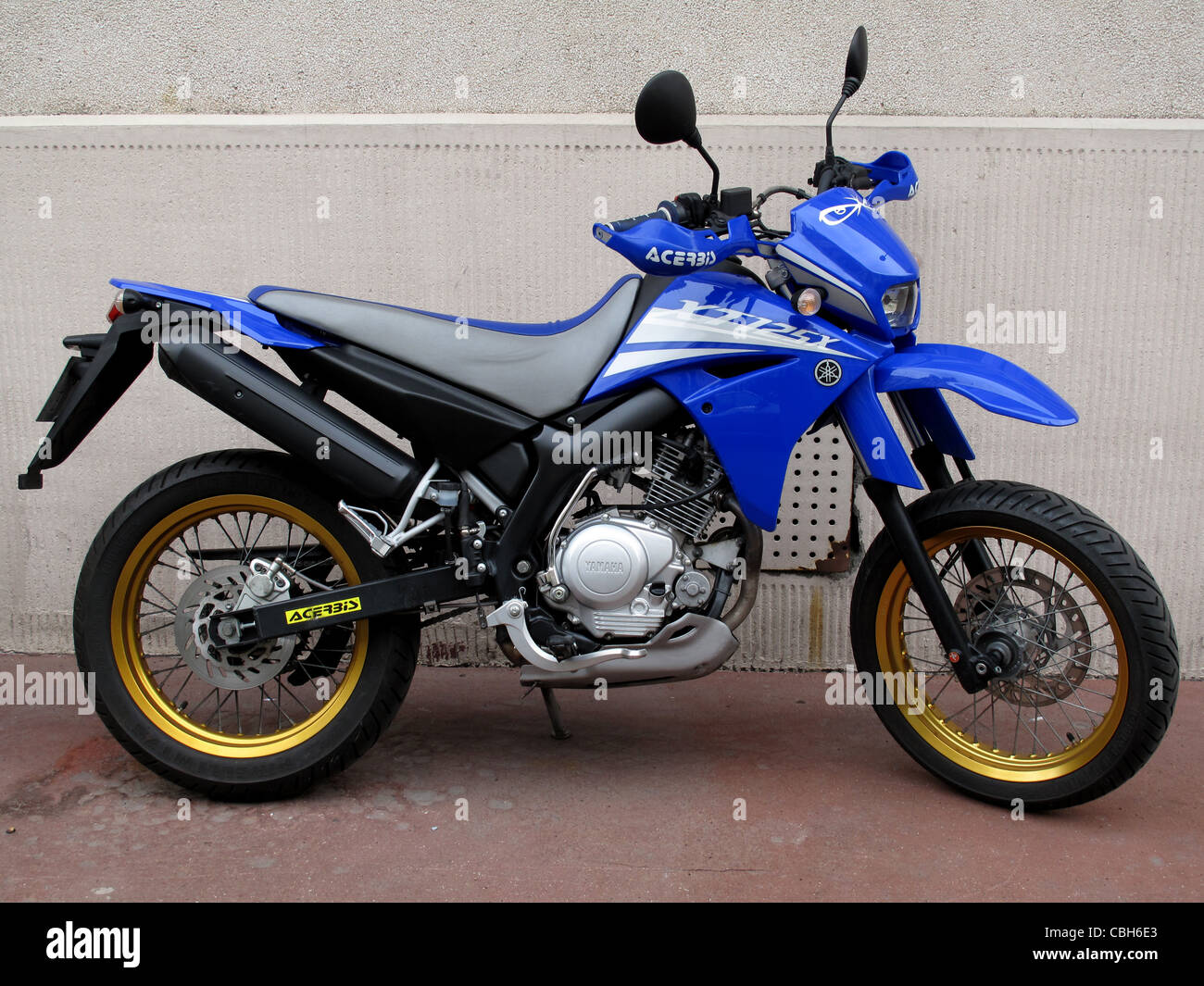 125 xtr yamaha motorcycle made in japan stock photo royalty free image 41560235 alamy. Black Bedroom Furniture Sets. Home Design Ideas