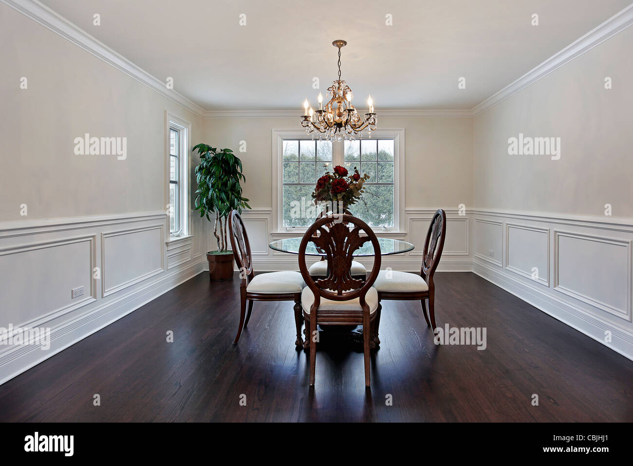 Dining room in luxury home with dark wood flooring - Dining Room In Luxury Home With Dark Wood Flooring Stock Photo