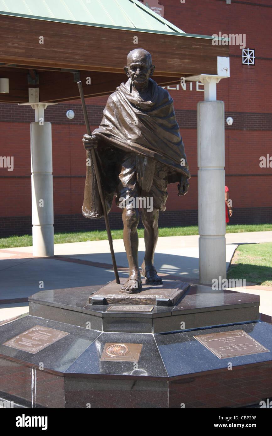 mahatma gandhis influence on the civil rights movement of the united states essay Mahatma gandhi employed civil  in the american civil rights movement,  a range of minority groups in the united states--blacks, jews, seventh day baptists .