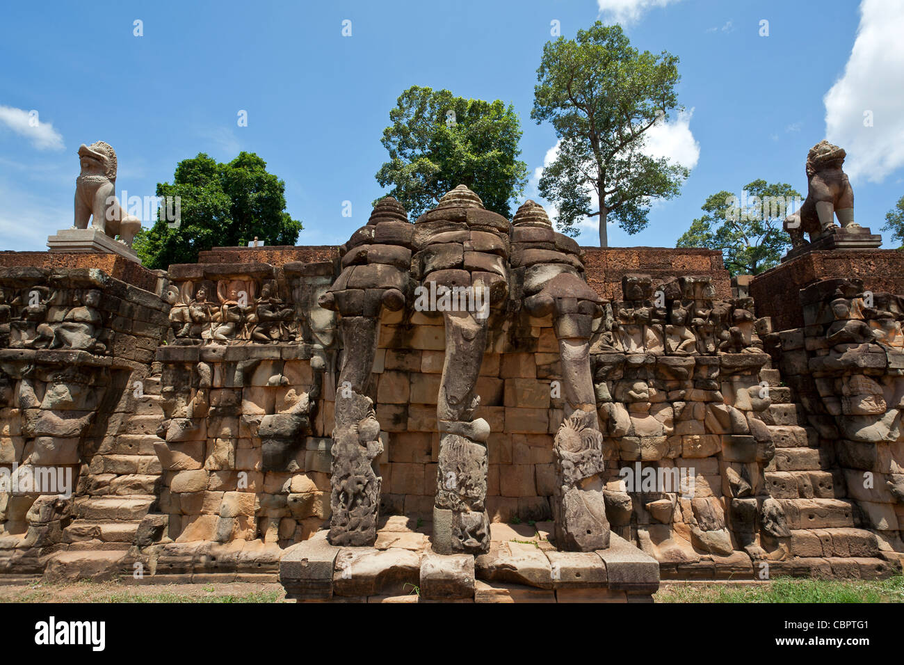 The elephants terrace angkor thom angkor temples for Terrace of the elephants