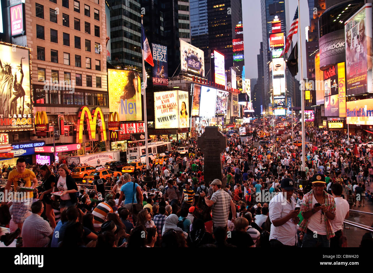 About AMC 42nd Street NYC New Years Eve. Take your New Year's Eve celebration to the max and spend the night partying in the country's most popular multiplex – AMC Times Square!