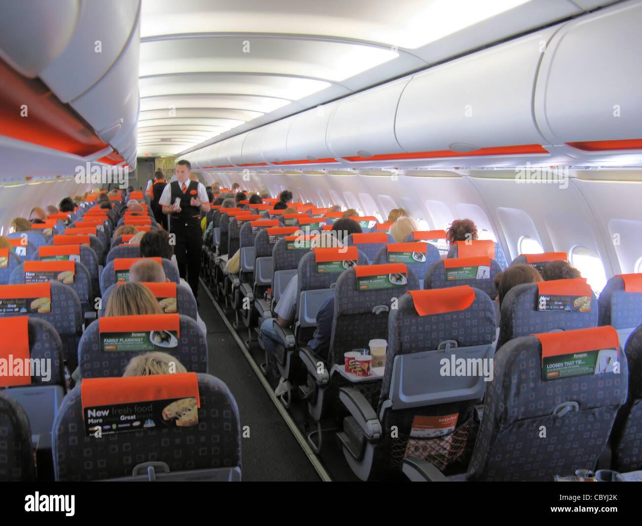 The cabin of an easyjet airbus a319 100 g ezav in flight for Interieur avion easyjet