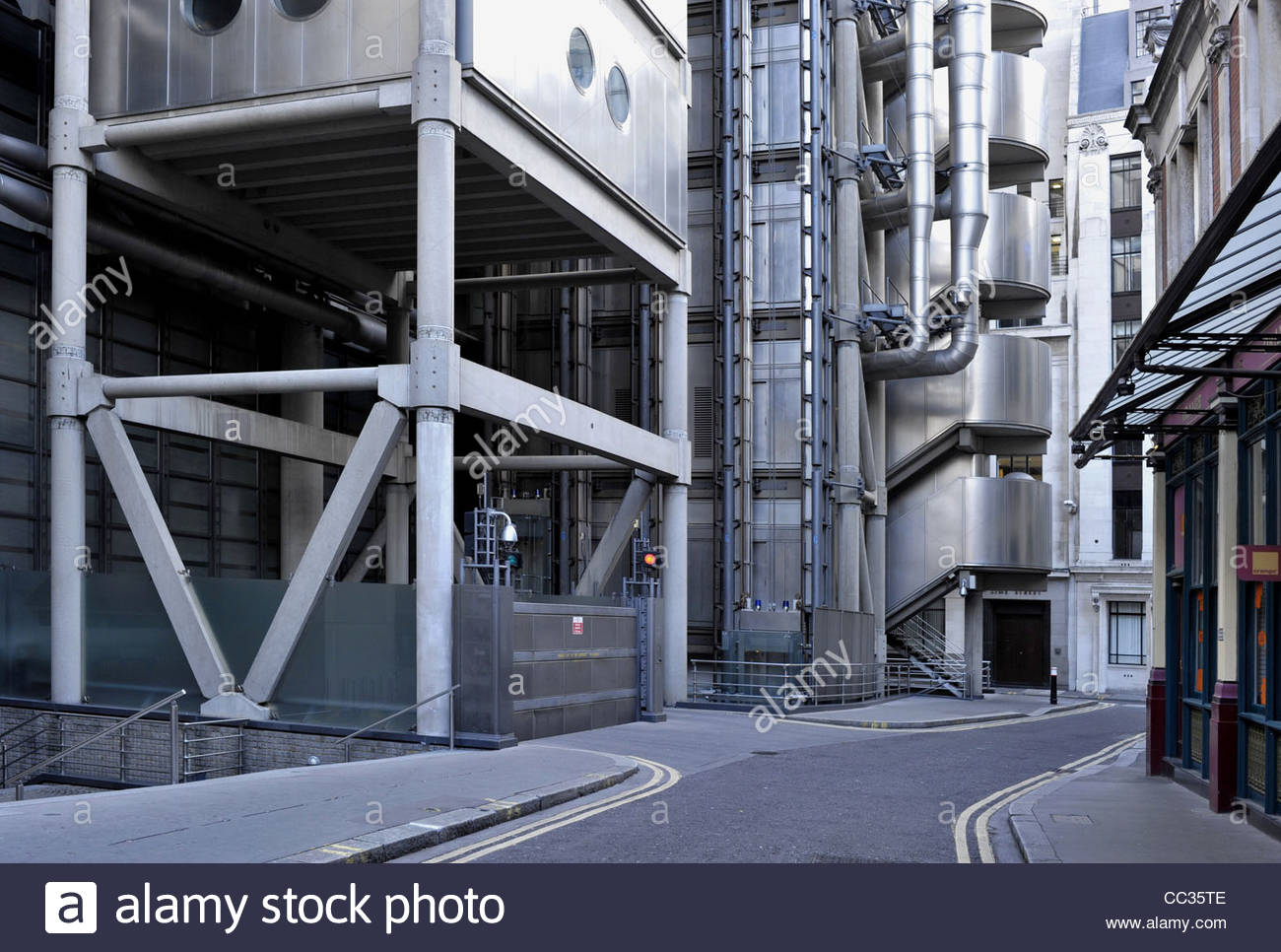 Lloyds building modern hi tech building exterior city for Architecture high tech