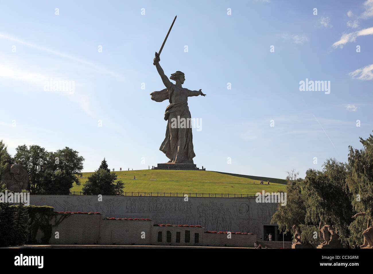 statue of mother russia rodinamat or quotmotherland calls