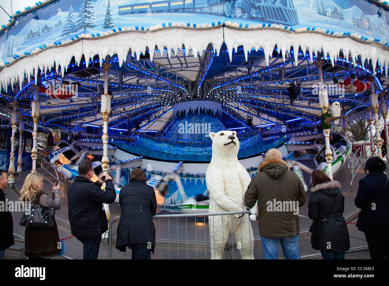 fairground rides in winter stock photos u0026 fairground rides in