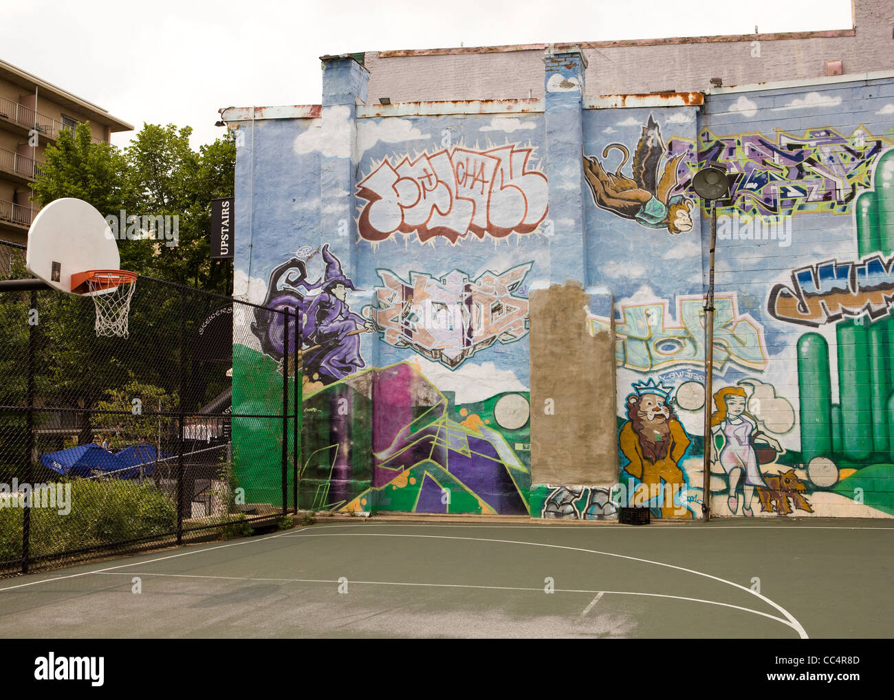 Street art graffiti painted on wall next to outdoor for Basketball court wall mural
