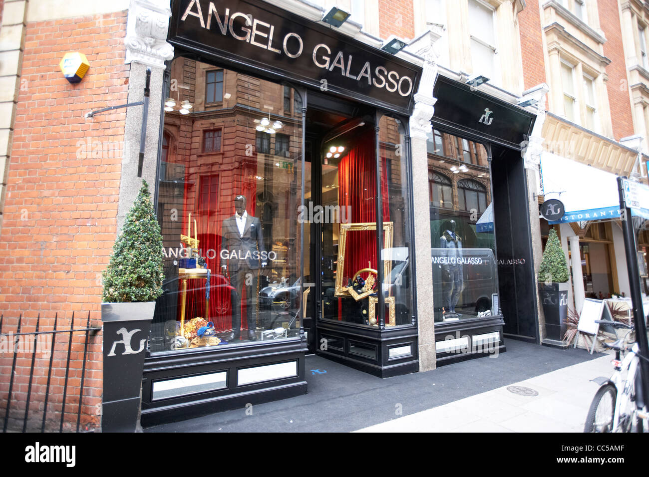 angelo galasso italian fashion designer shop store in knightsbridge stock photo royalty free. Black Bedroom Furniture Sets. Home Design Ideas
