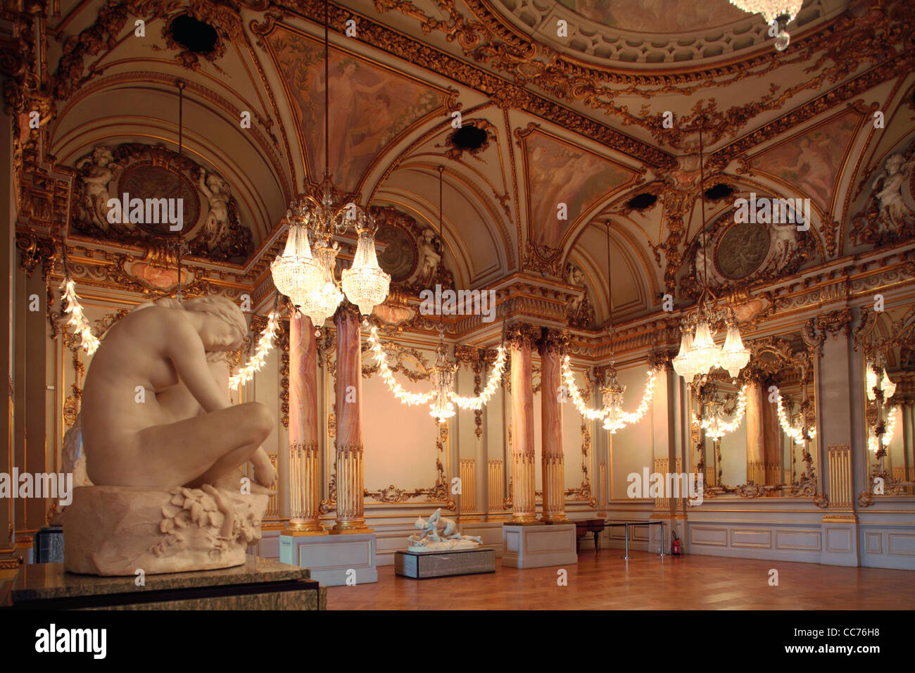 france paris salle des fetes festival hall in the upper. Black Bedroom Furniture Sets. Home Design Ideas