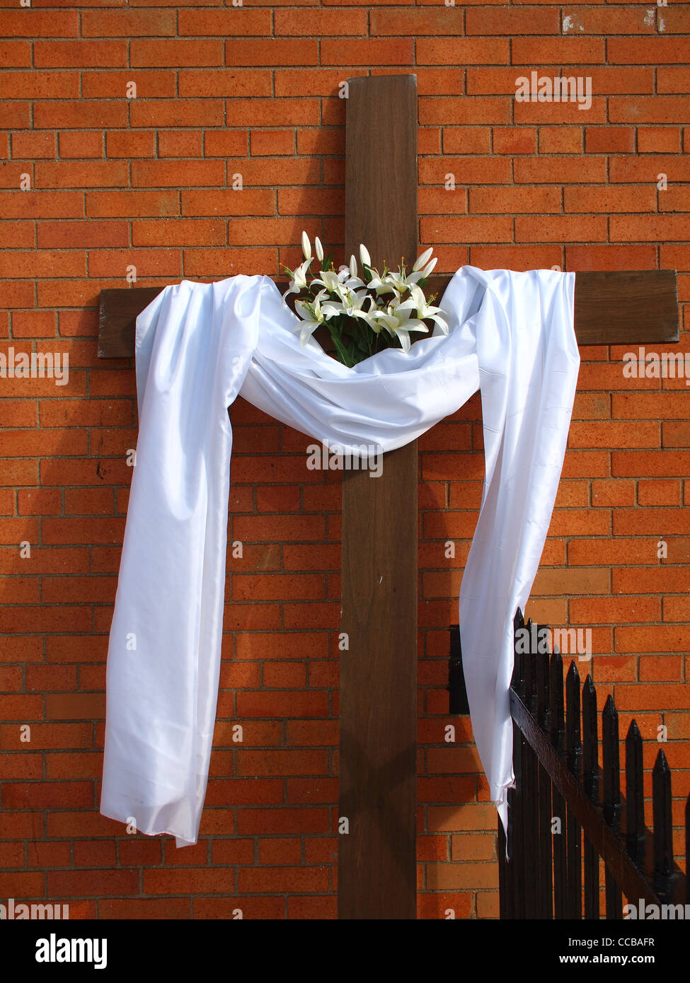 Easter cross with resurrection symbols of shroud and lilies easter cross with resurrection symbols of shroud and lilies catholic church of our lady of mount carmel brooklyn new york buycottarizona Images