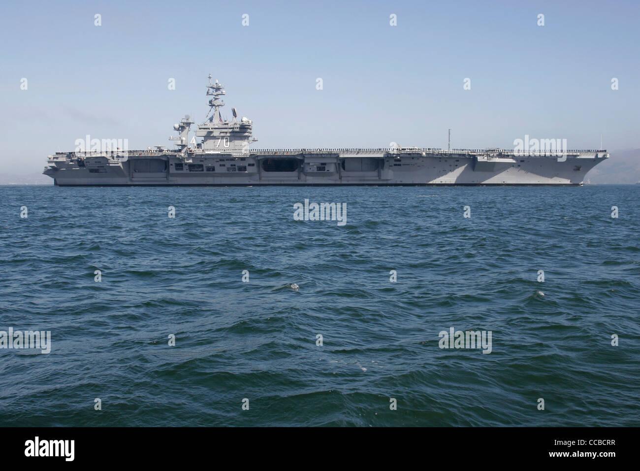 nimitz class aircraft carrier uss carl vinson cvn 70 enters san francisco bay