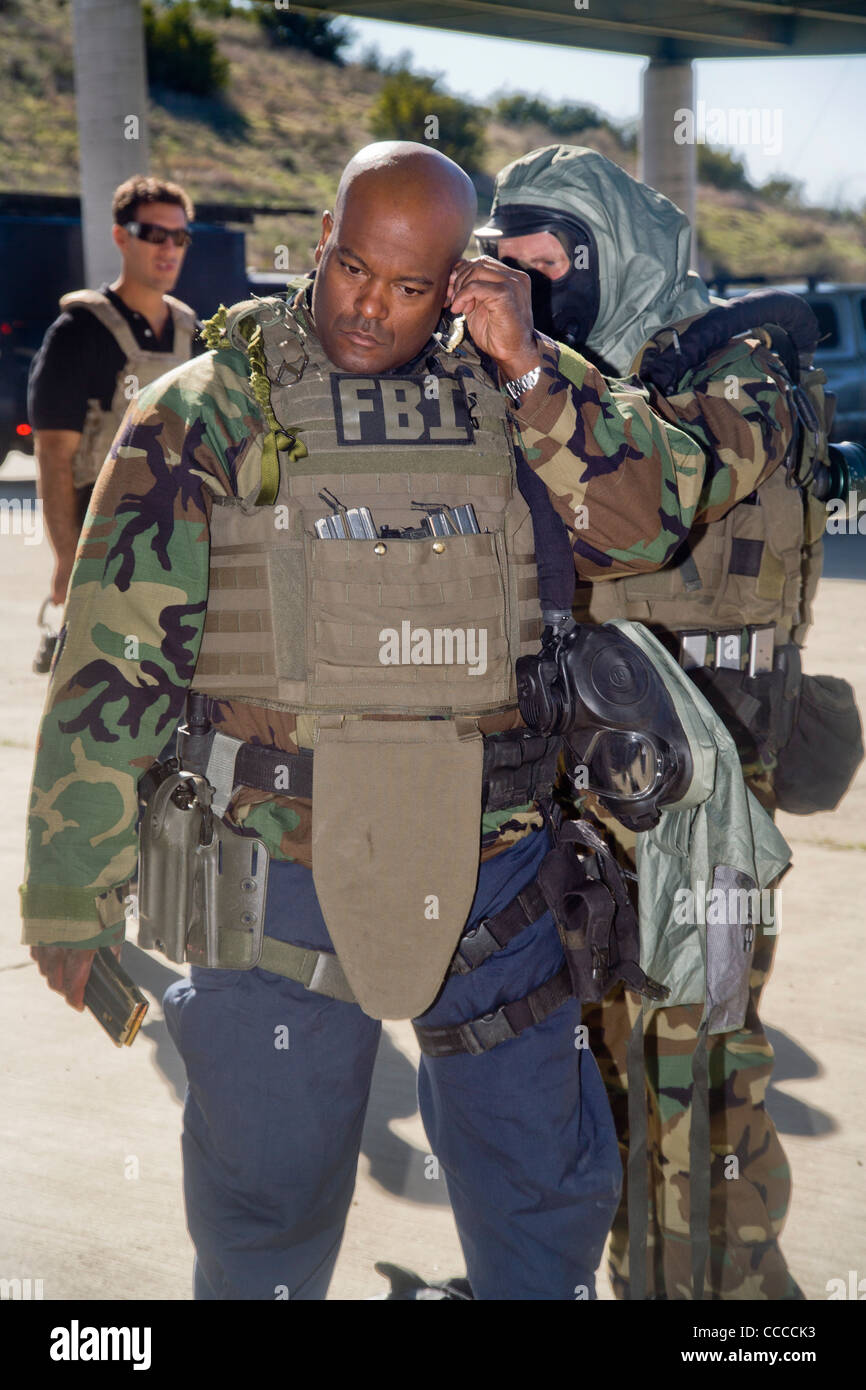 FBI SWAT (Special Weapons and Tactics) team members don ...
