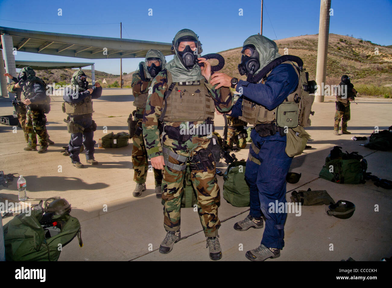FBI SWAT (Special Weapons and Tactics) team members wear ...