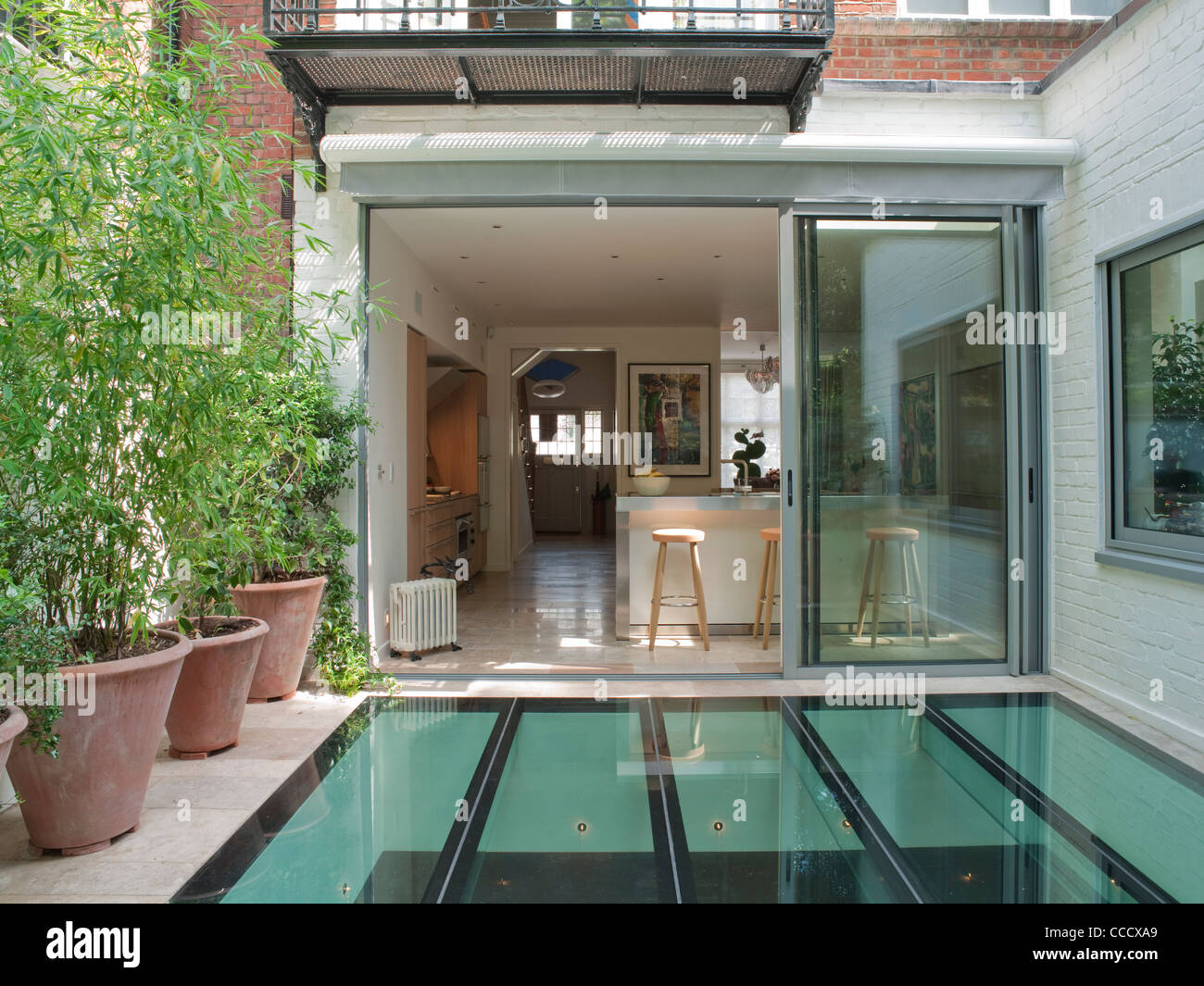 PRIVATE HOUSE LONDON GLASS AND NEW BASEMENT EXTENSION