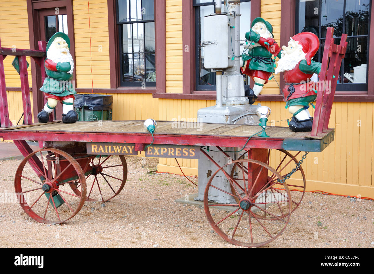 Old luggage cart at Grapevine train station, Texas, USA ...