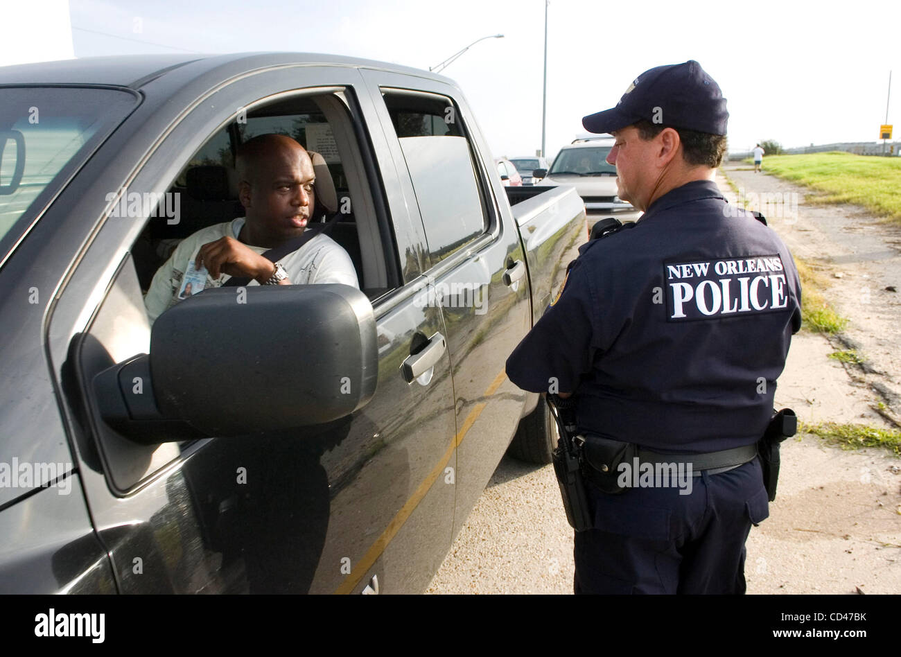 New orleans police officer david abbott r speaks with a for Police orleans
