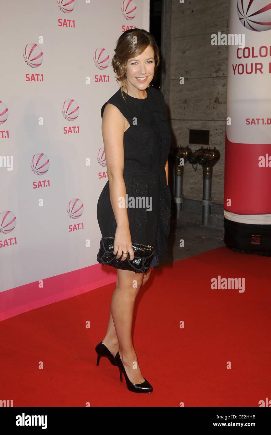 Alexandra neldel at the premiere of die wanderhure at for Die wanderhure