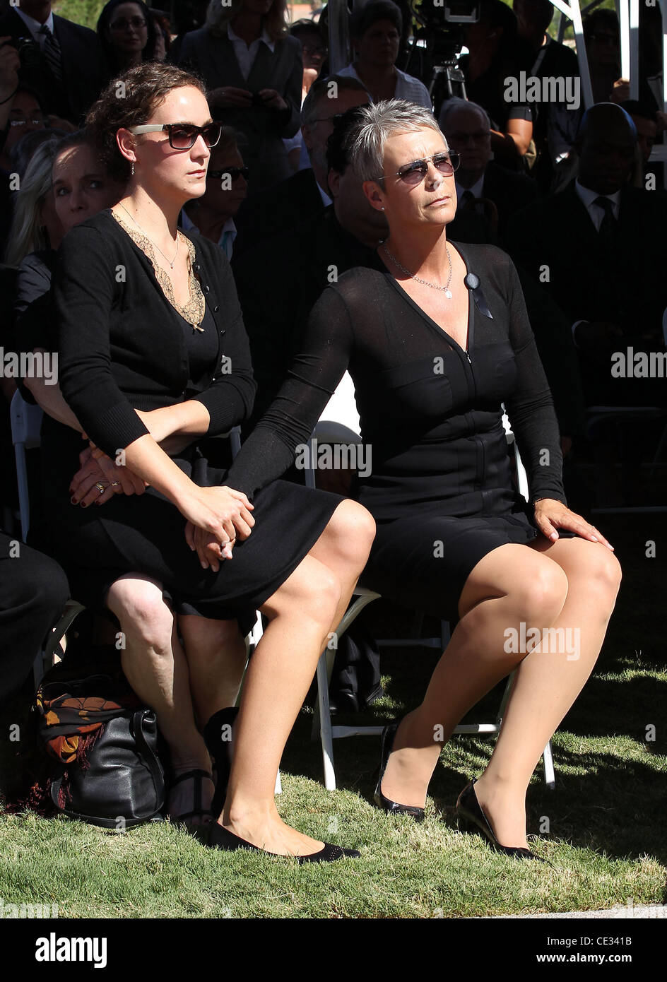 jamie lee curtis and her daughter annie guest attend the