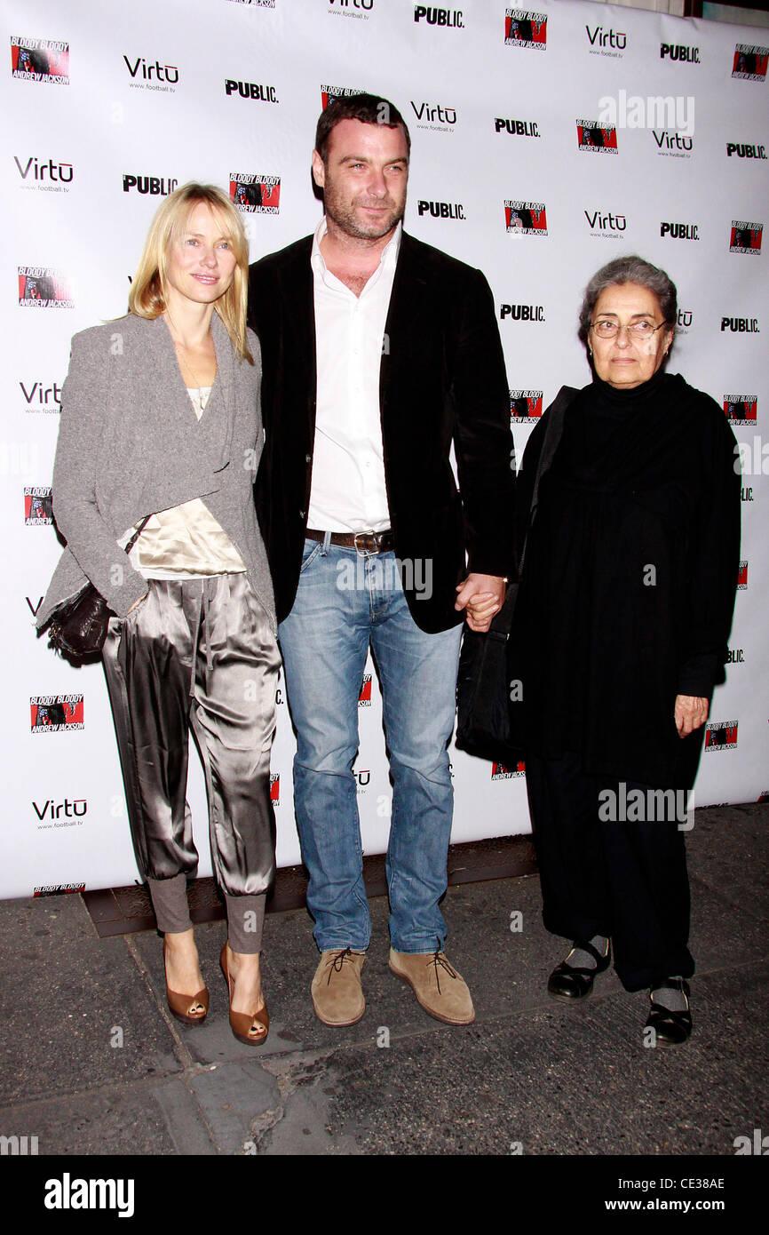 Naomi Watts, Liev Schreiber and his mother Heather Milgram ...
