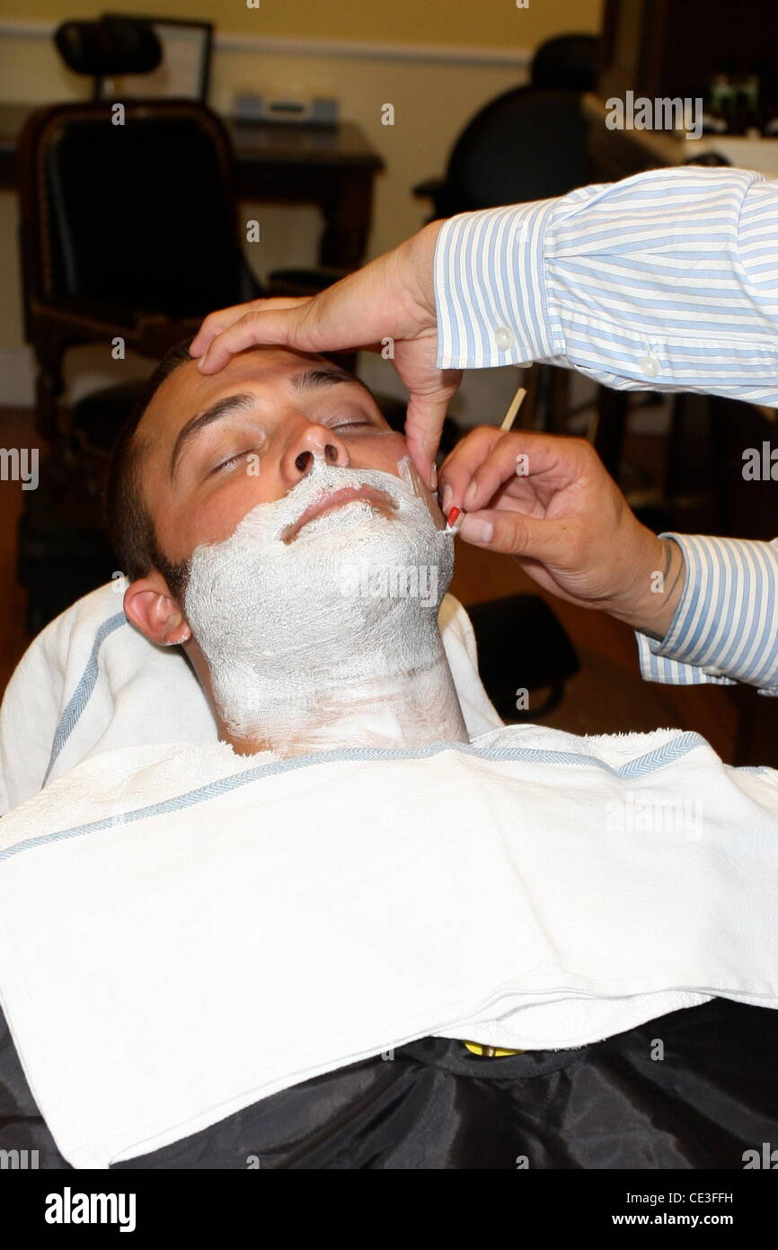 nick swisher new york yankees outfielder getting his beard shaved at stockfoto lizenzfreies. Black Bedroom Furniture Sets. Home Design Ideas