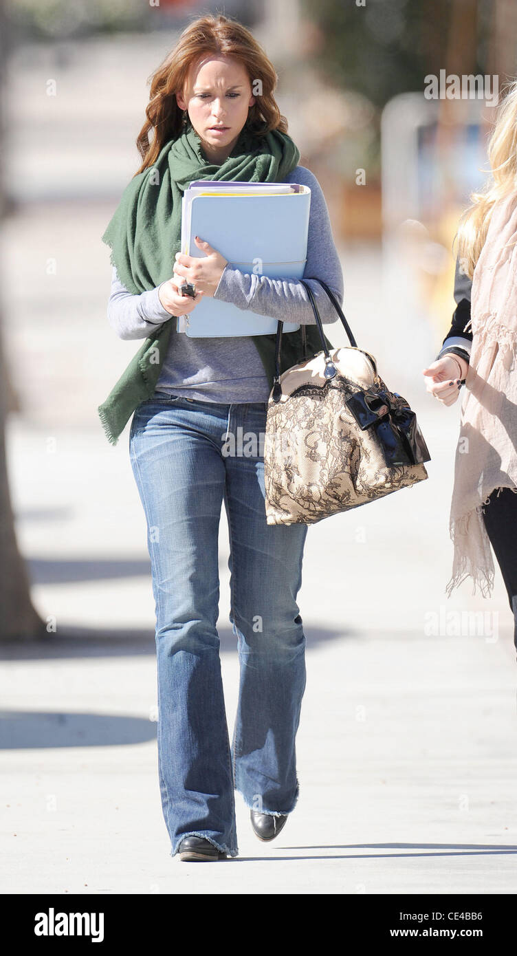 Attirant Jennifer Love Hewitt Leaving Drybar In Studio City After Getting A Blow Out  Los Angeles, California   12.01.11