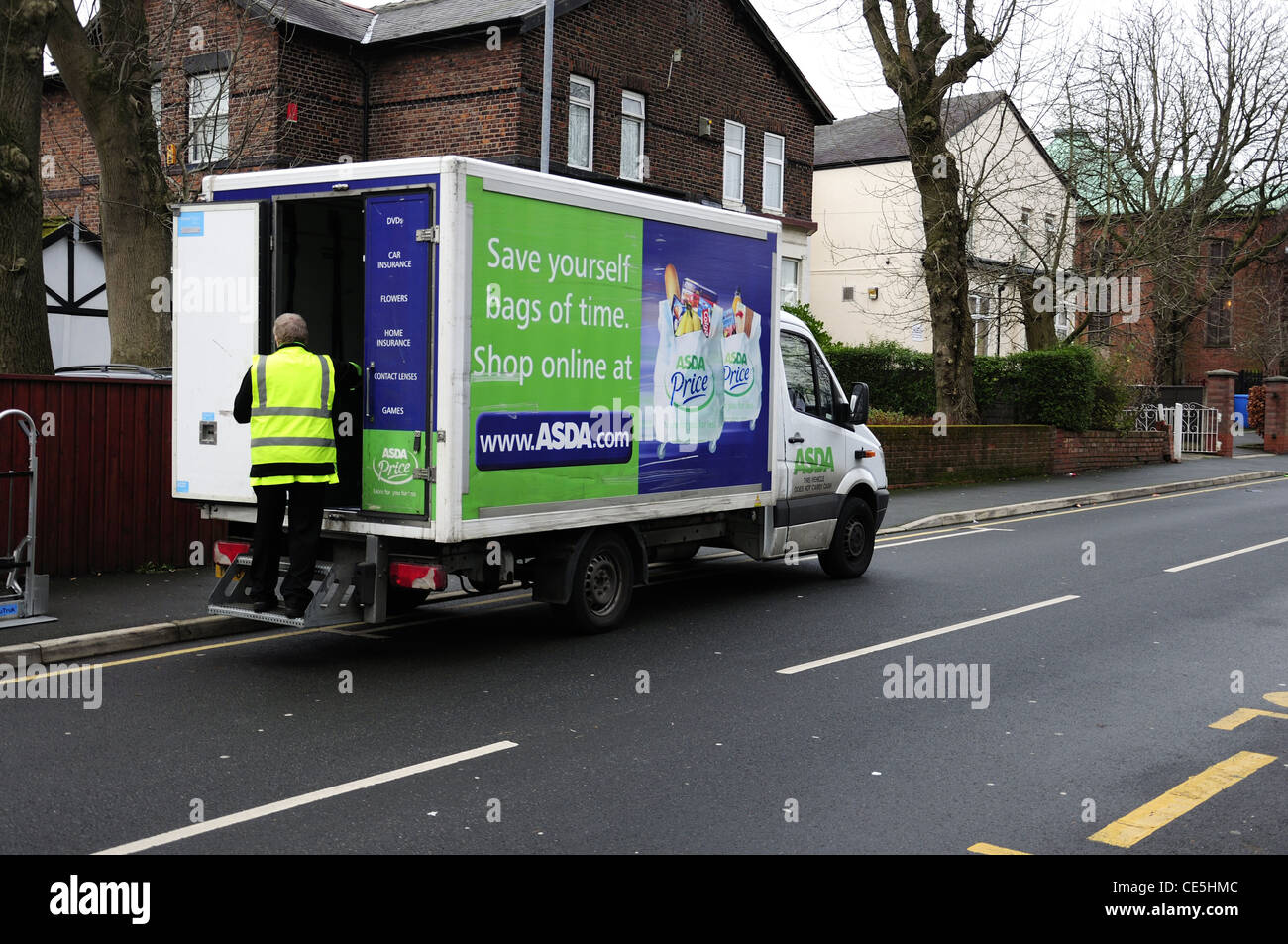 Grocery Delivery Asda Are you interested in grocery delivery Asda? Below we share the latest updates. Shopping through the internet, or groceries delivery is lately hugely popular. Some supermarkets have just started the delivery service, and more and more people can benefit. What is the status of the delivery service of Asda? See the current status.