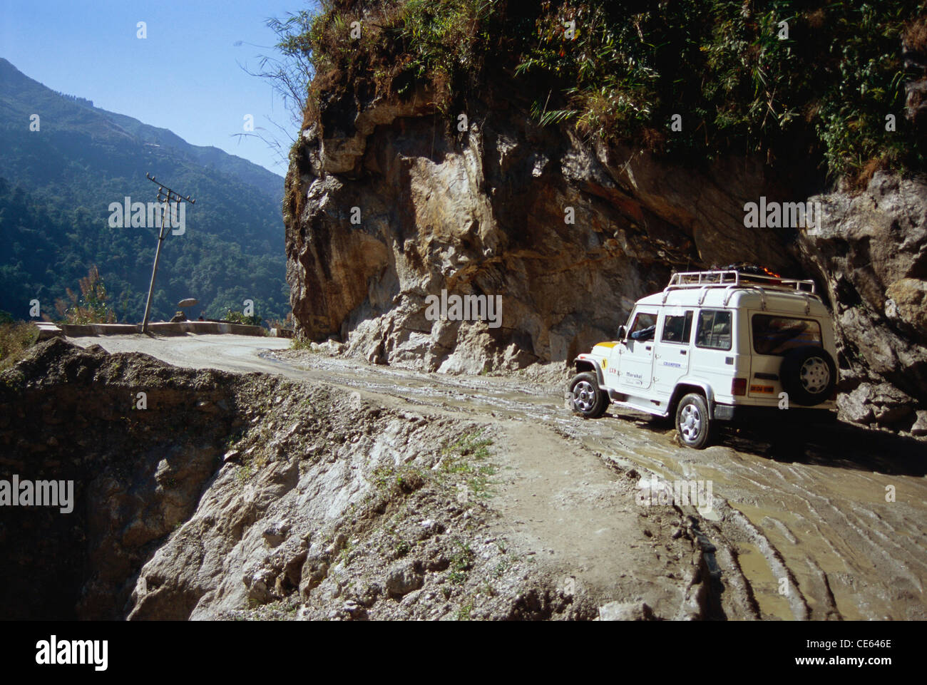 http://c8.alamy.com/comp/CE646E/four-wheel-drive-car-on-mountain-road-to-lachung-sikkim-india-CE646E.jpg