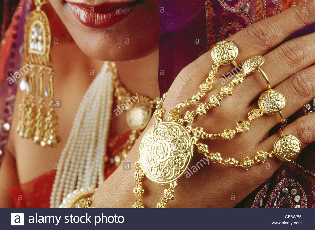 woman with gold hand jewellery india Stock Photo: 43177545 - Alamy