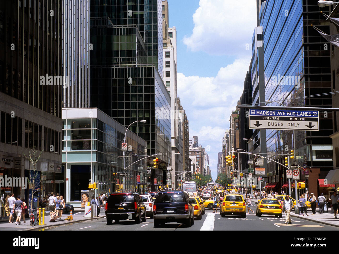 new york city madison avenue midtown manhattan traffic and people stock photo 43216902 alamy. Black Bedroom Furniture Sets. Home Design Ideas