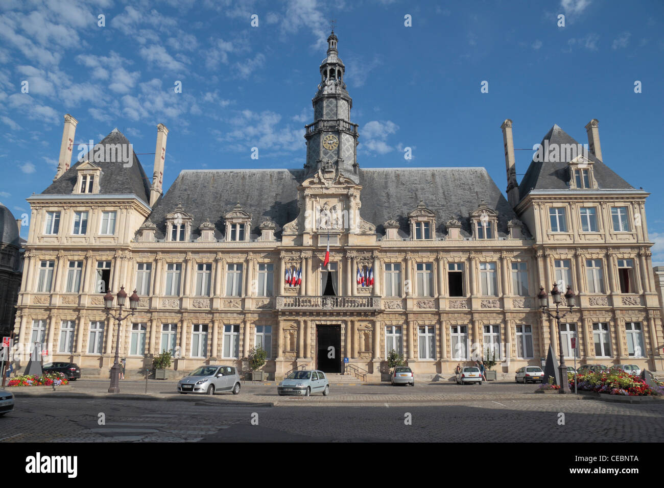 The city hall or h tel de ville in reims champagne for Piscine de reims